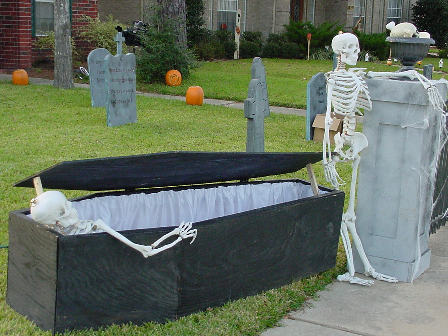 Cardboard Caskets For Sale http://picsbox.biz/key/cardboard%20halloween%20coffins